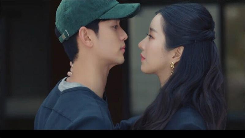 'It's Okay to Not Be Okay' tập 2: 'Điên nữ' Seo Ye Ji vô tư đánh người để bảo vệ 'crush' Kim Soo Hyun