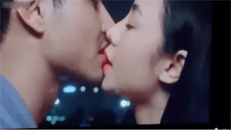 'Đừng bắt em phải quên': Cảnh hôn của Ngọc và Duy lên phim chỉ có 5 giây, Quỳnh Kool 'nổi giận' tung bản full dài... hơn 1 phút