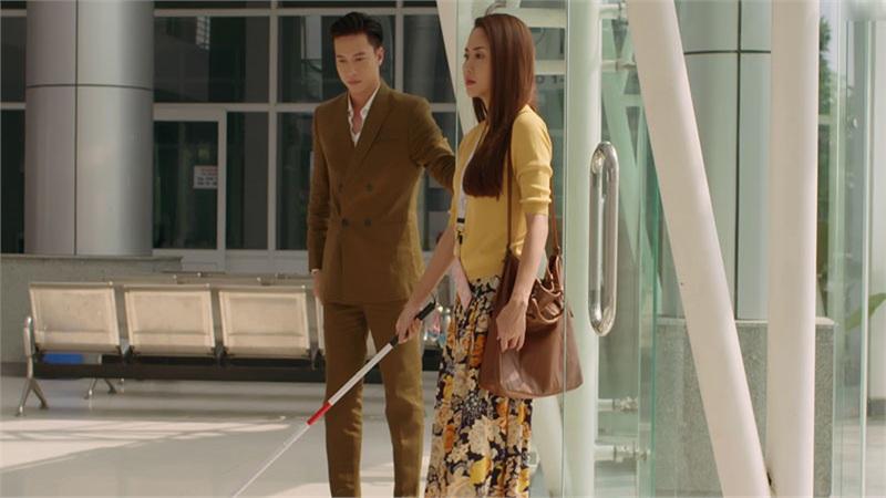 'Gạo Nếp Gạo Tẻ 2' tập 16: Tan chảy với cảnh che mưa chắn gió của soái ca S.T Sơn Thạch và cô gái mù xinh đẹp Tường Vi
