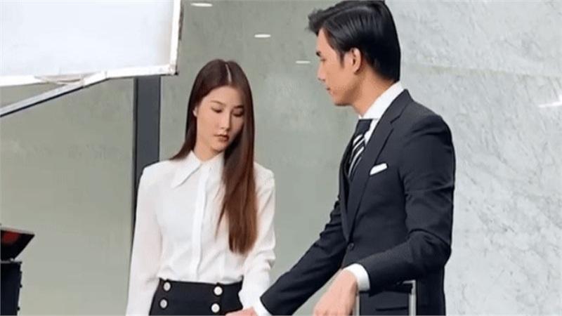 Clip 'Tình yêu và tham vọng': Minh mất kiểm soát nắm tay người thương, Linh phản ứng đầy tự trọng khiến fan thích thú