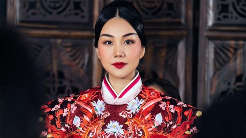 Thanh Hằng khoác lên mình trang phục nặng gần 10kg khi hóa thân thành lưỡng triều hoàng hậu Dương Vân Nga