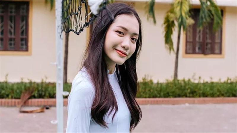 Gái xinh Nghệ An giành học bổng toàn phần, là thành viên xuất sắc lớp học 'siêu trí tuệ' có 1 thủ khoa khối D1, 33/34 học sinh tuyển thẳng Đại học