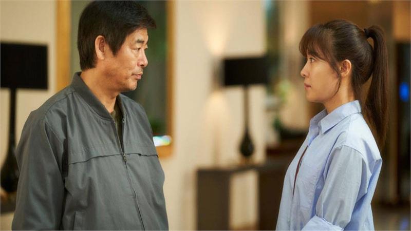 Ha Ji Won vàovai 'con gái' của ông bố quốc dân Sung Dong Il trong phim cảm động về cảnh 'gà trống nuôi con'