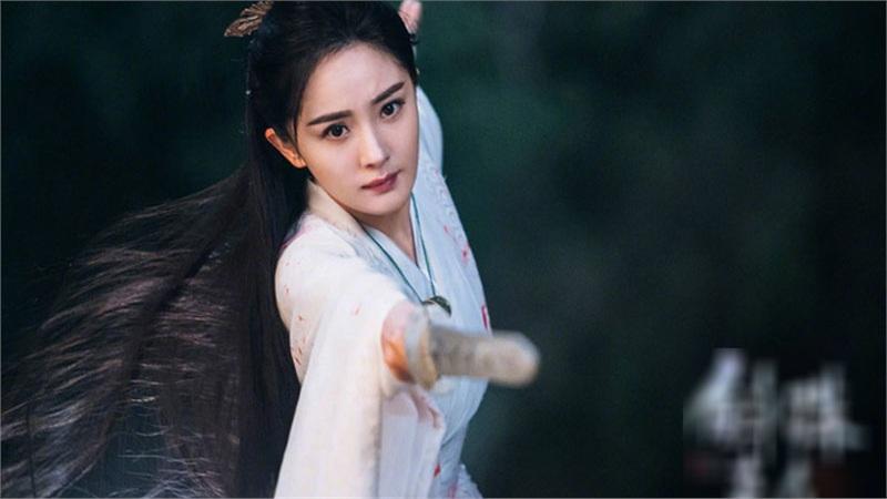 'Cửu Châu Hộc Châu phu nhân': Dương Mịch mặc áo trắng đẫm máu, tiết lộ đã cầm nhầm kịch bản