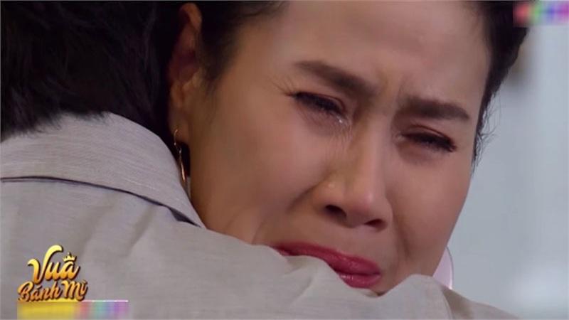 'Vua bánh mì' hé lộ tập 7: Ấm ức khi con trai riêng của chồng xuất hiện, Thân Thúy Hà khóc tức tưởi trên vai nhân tình