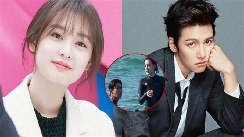 Ji Chang Wook gây sốc khi ôm ấp mỹ nhân Kim Ji Won trên biển, màn cởi áo khoe lưng trần khiến fan không thể rời mắt