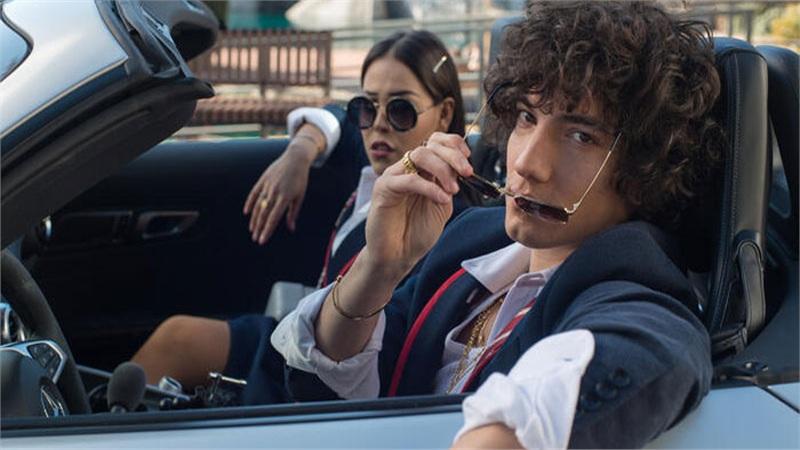 Loạt phim tuổi teen chứa nội dung người lớn trên Netflix