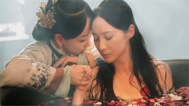 Dương Dung và Tưởng Cần Cần 'mùi mẫn' trong bồn tắm, Vu Chính tính làm phim 'bách hợp'?