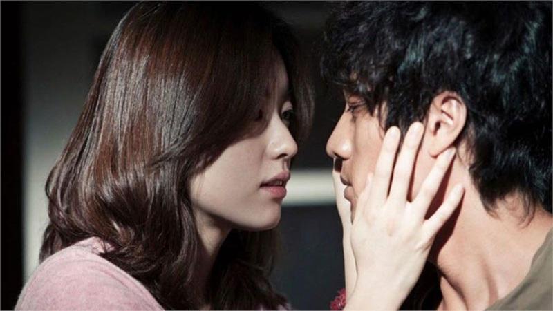 Han Hyo Joo bất ngờ đăng ảnh 'tình tứ' với So Ji Sub trong quá khứ