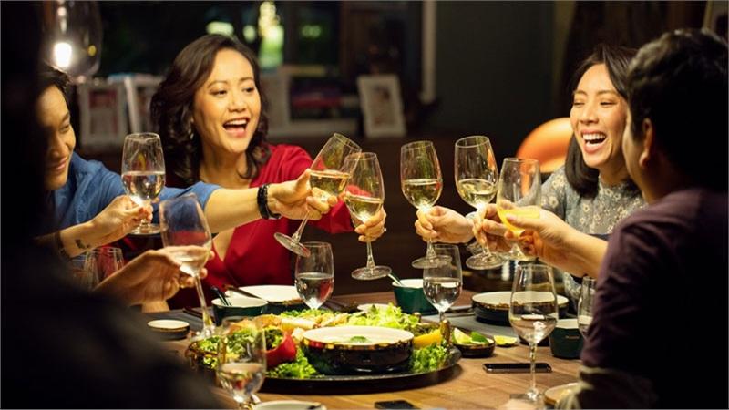 Thu 45 tỷ đồng sau 6 ngày, 'Tiệc Trăng Máu' là phim có doanh thu mở màn cao nhất 2020