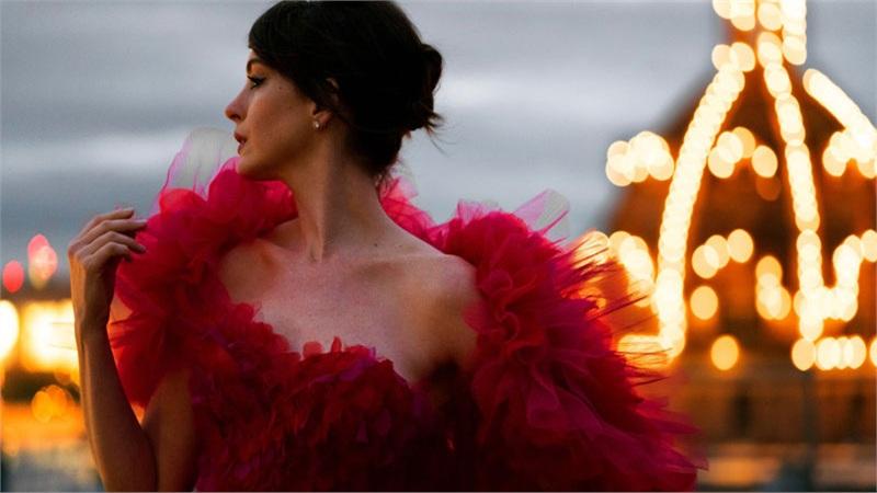 'Phù thủy' Anne Hathaway và những bộ cánh chiếm trọn 'spotlight' thảm đỏ lẫn trái tim người hâm mộ