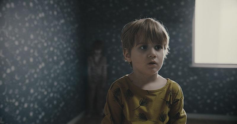 'Ranh giới quỷ': Nỗi kinh hoàng đến từ 'người bạn mới' của con trẻ