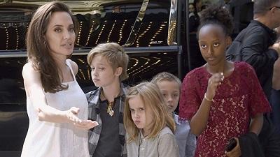 Các con Angelina Jolie thất vọng vì mẹ hẹn hò tình mới