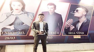 Poster được đặt ngang hàng với Hà Hồ và Khắc Việt, cách ứng xử của Hoa Vinh khiến fan 'mát lòng mát dạ'