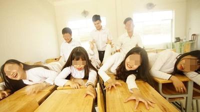 Tranh cãi bộ ảnh học sinh mặc áo dài, tạo dáng nhạy cảm trong lớp học