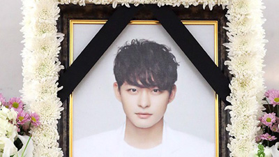 Hình ảnh hiếm hoi trong lễ tang vắng lặng của em trai Ha Ji Won khiến người hâm mộ xót xa