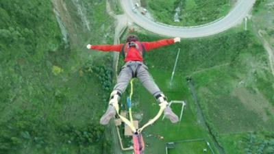 Giới trẻ ngày càng thích mạo hiểm: Trào lưu thử làm siêu nhân gây sốt dân mạng