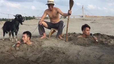 Ba chàng trai mang theo chú dê đen cover 'Cô gái mét 52' đầy sáng tạo