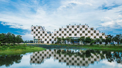 Ngôi trường đạt giải Nhất kiến trúc xanh Việt Nam: Có tiệm cắt tóc, cửa hàng giặt là và cả rạp chiếu phim