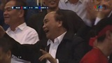 Những biểu cảm thú vị của Thủ tướng Nguyễn Xuân Phúc trên khán đài cổ vũ đội tuyển Việt Nam