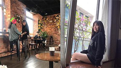 Bạn gái tin đồn của thủ môn Đặng Văn Lâm tới Hà Nội cổ vũ cho đội tuyển Việt Nam