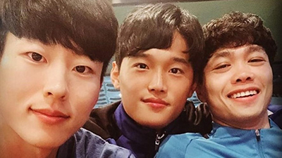 Công Phượng dịu dàng dạy đồng đội người Hàn hát 'Em gái mưa'