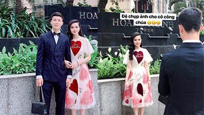 Duy Mạnh xứng đáng là 'bạn trai quốc dân' khi cầm túi xách, chụp ảnh cho Quỳnh Anh xinh như mộng