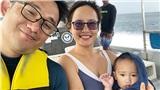 Có con nhỏ 14 tháng, cặp vợ chồng Hà Nội vẫn vi vu thiên đường biển Palau, chồng lái trực thăng chở vợ đi khám phá