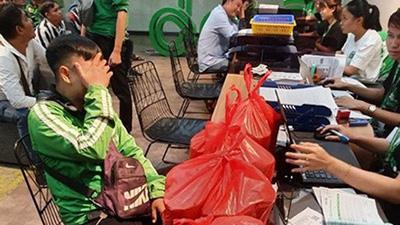 Shipper bị bùng 20 ly trà sữa kèm theo tin nhắn trơ trẽn 'mình bom nha' của khách khiến dân mạng phẫn nộ