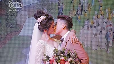 Cặp đôi 'triệu like' YunBin - Tú Tri 'khóa môi' ngọt ngào trong đám cưới cổ tích