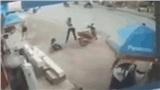 Hé lộ nguyên nhân người đàn ông cầm kiếm truy sát nam bảo vệ tới tấp