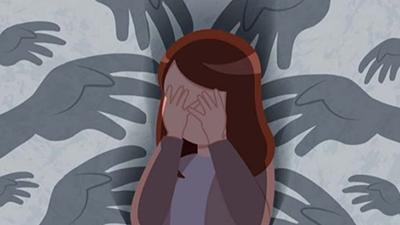 Bé gái 10 tuổi bị 11 thiếu niên xâm hại tập thể, từng bị bạn trai của mẹ cưỡng bức dẫn đến trầm cảm