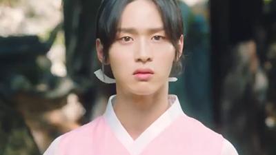 Tạo hình 'gây sốt' của Jang Dong Yoon trong phim mới: Cải trang thành nữ còn 'nuột' hơn cả 'em gái mưa' Kim So Hyun