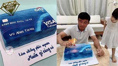 Bà mẹ trẻ 4 con làm bánh sinh nhật hình thẻ ATM cùng lời nhắn nhủ: 'Làm chồng phải ngoan, muốn gì cũng có'