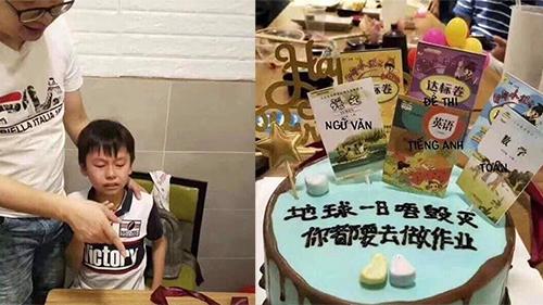 Cậu bé đang vui vẻ bỗng òa khóc nức nở khi được bố tặng cho chiếc bánh sinh nhật 'ám ảnh'nhất thời đi học