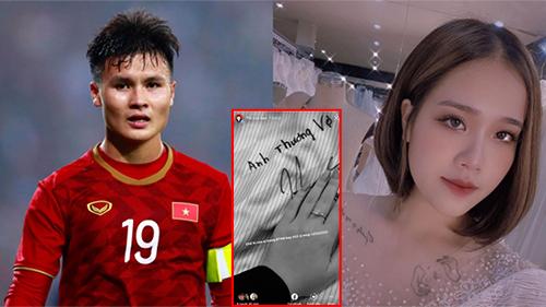 Quang Hải tặng áo có chữ ký cho bạn gái, nhắn nhủ 'anh thương vợ', nhan sắc của hot girl được tiết lộ