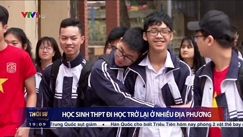 Hài hước hình ảnh học sinh 'tình thân mến thân' trở lại trường sau dịch Covid-19