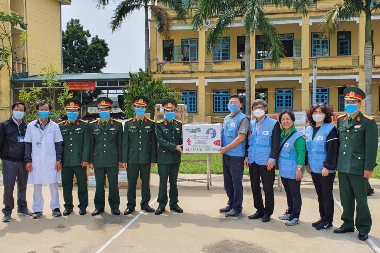 Hội người Hàn Quốc tại Việt Nam quyên góp, ủng hộ tới 1,8 tỷ đồng đến các trung tâm cách ly