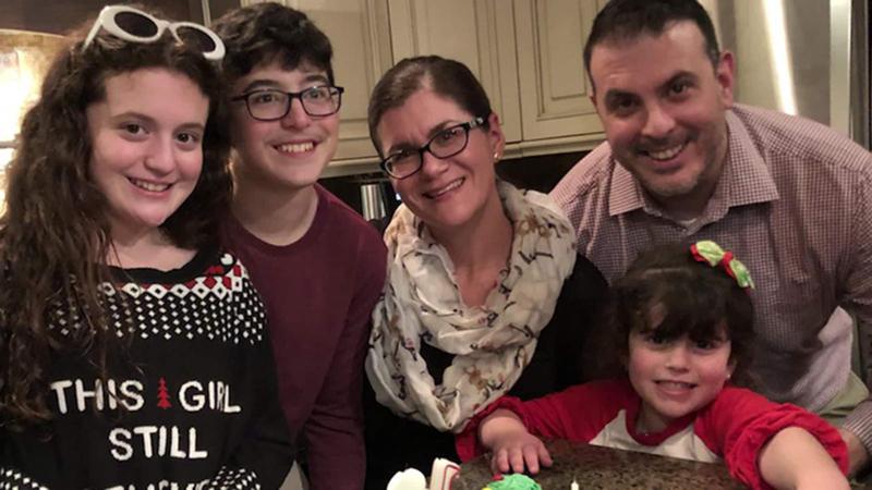 Đau đớn khoảnh khắc HLV bóng rổ mất vì Covid-19, vợ và 3 con nghẹn ngào nói lời từ biệt qua FaceTime