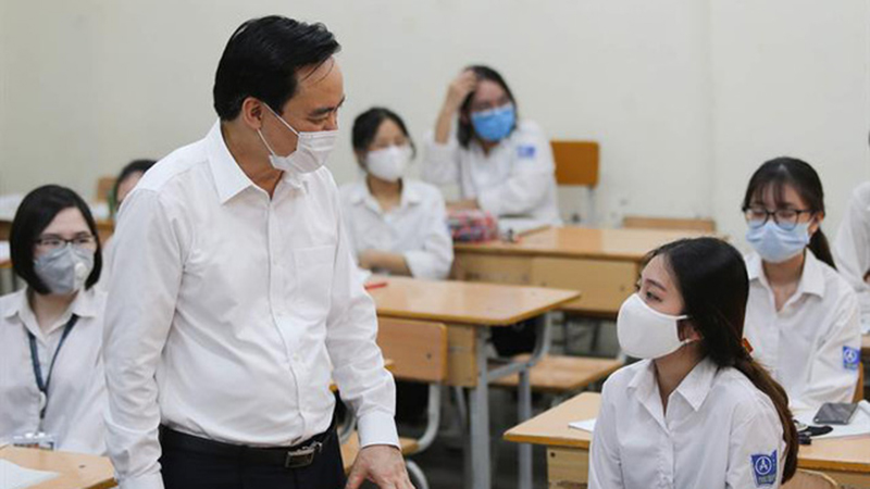 Bộ trưởng Bộ GD&ĐT: Không bắt học sinh làm quá nhiều bài kiểm tra dẫn tới căng thẳng không cần thiết