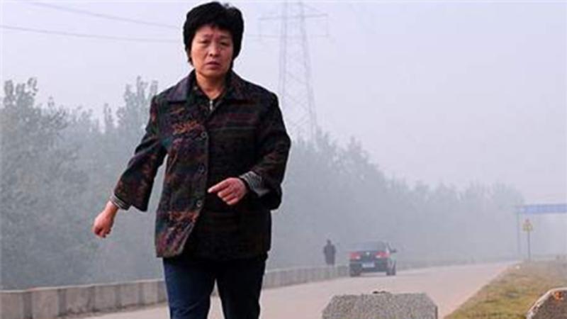 Người mẹ chạy bộ 10km mỗi ngày để hiến gan cứu con trai