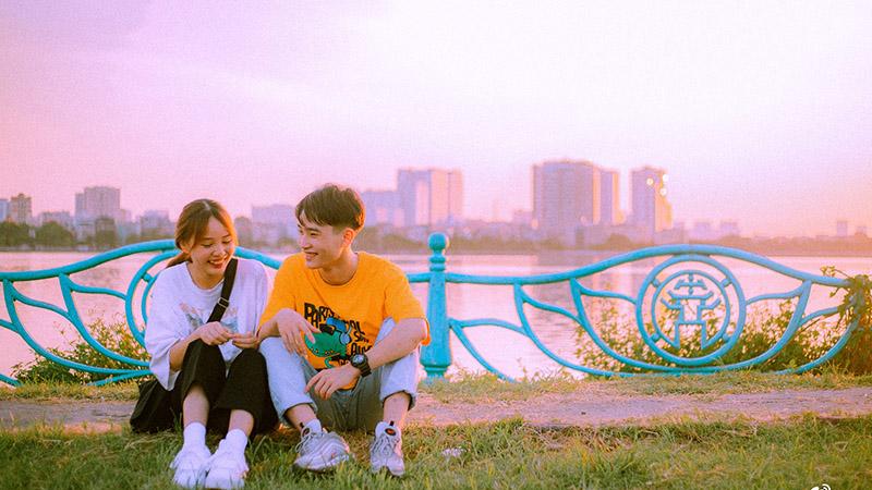Bộ ảnh Hồ Tây 'cực tình' của cặp đôi trẻ khi trời chớm thu: 'Sẽ thật tuyệt nếu như chúng ta yêu nhau vào mùa này'