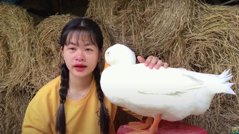 Chia tay vịt cưng để đi học xa nhà,Youtuber miền Tây'khóc như mưa' khiến ai nhìn cũng thương