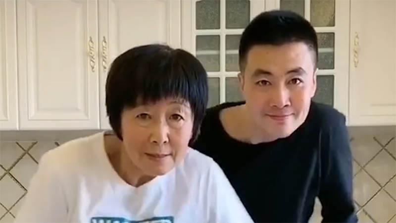 Điệu nhảy 'lú như con cú' của gia đình Trung Quốc gây 'bão mạng'