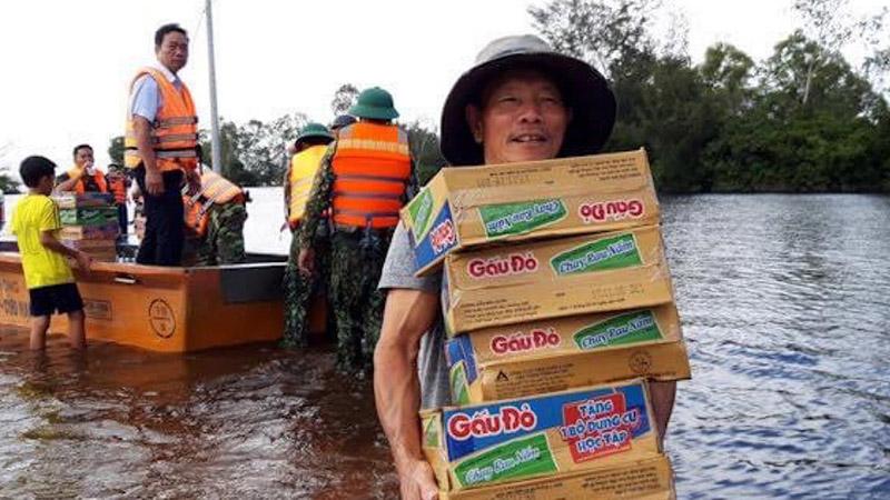 'Đừng tặng mì tôm nữa', lời kêu gọi gửi đến các đội cứu trợ người dân vùng lũ gây tranh cãi