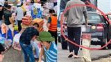 Bức xúc người đàn ông đi ô tô tranh thủ lấy mất phần quà từ thiện ủng hộ lũ lụt miền Trung