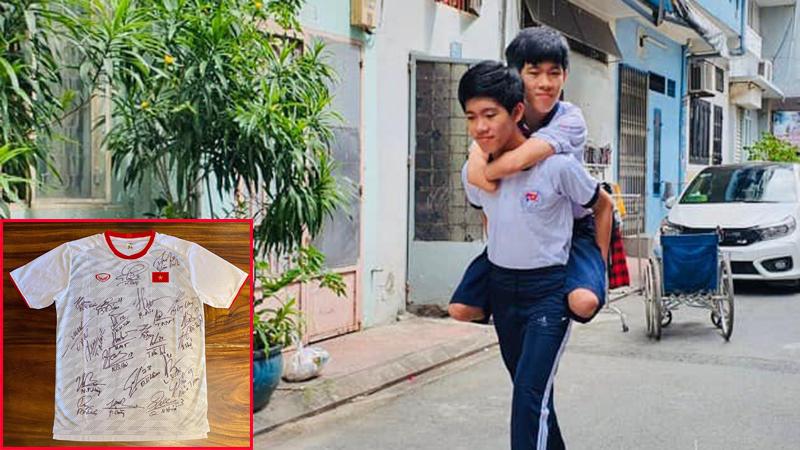 Cậu bé mất tứ chi đấu giá 2 áo thể thao của tuyển thủ Việt Nam ủng hộ miền Trung