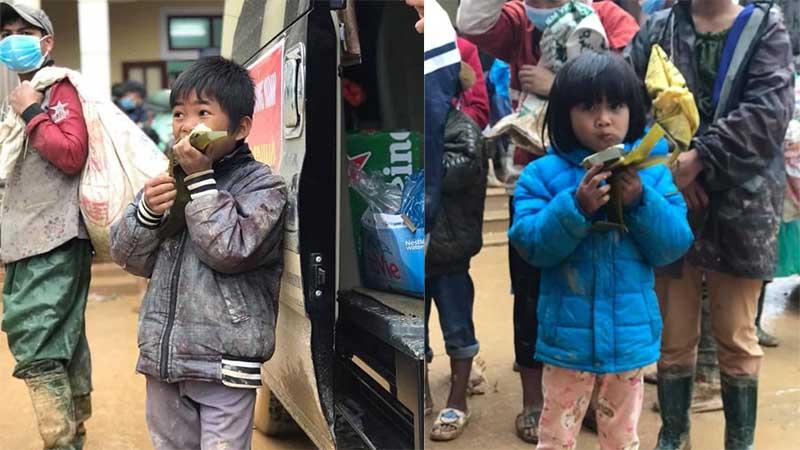 Nghẹn lòng khoảnh khắc trẻ em vùng lũ ngấu nghiến nhai từng chiếc bánh chưng cứu trợ: Quần áo, mặt mũi vẫn còn lấm lem
