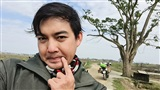 Phượt thủ Trần Đặng Đăng Khoa thực hiện chuyến xuyên Việt đến cây ngô đồng (Mắt Biếc), màn tạo dáng 'cute đến xỉu'