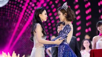 Đỗ Mỹ Linh tiết lộ cách vượt qua áp lực khi bị soi bảng điểm cho tân Hoa hậu Trần Tiểu Vy